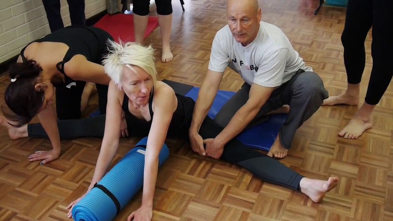 How to Hip Flexors – Unlock Your Hip Flexors with This Stretch [ Hip Pain and Lower Back Pain Stretches]